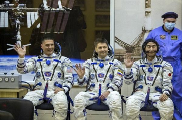 Трое космонавтов отправились на МКС