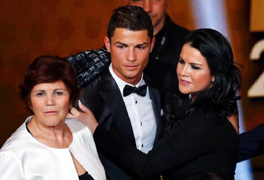 Катя Авейру с братом и мамой