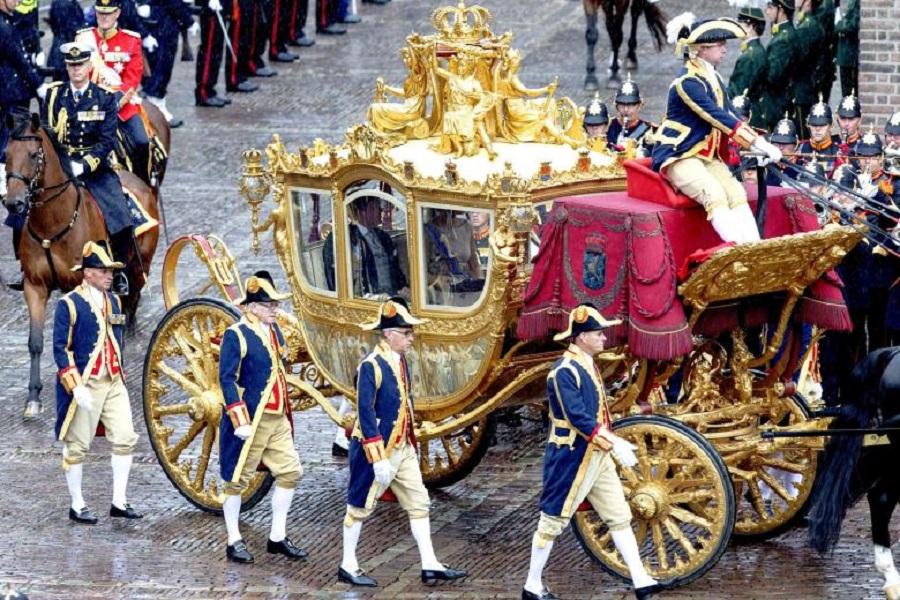 Золотая карета выезжает из музея один раз в год