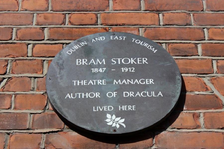 Памятная табличка на доме Стокера на Kildare Street