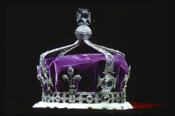 Алмаз Кохинур на королевской короне