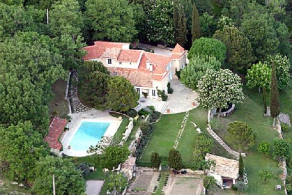Дом Бекхэмов во Франции