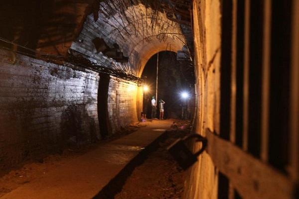 Поезд с золотом может находиться в туннеле