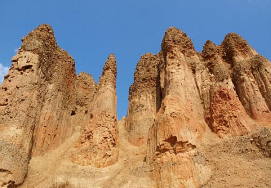 Песчаные пирамиды