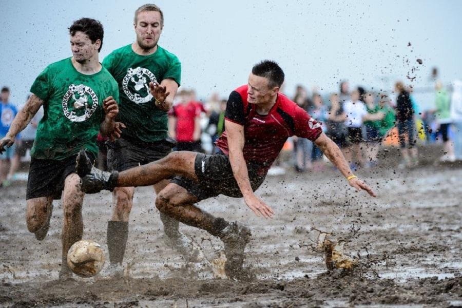 Чемпионат по болотному футболу