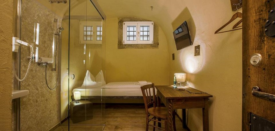 Отель в тюрьме