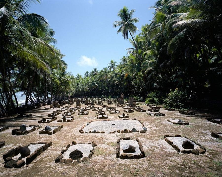 Кладбище французских переселенцев на острове Сен-Жозеф (Гвиана)
