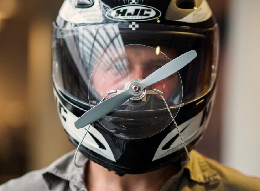 """Дворники"" для мотоциклистов"