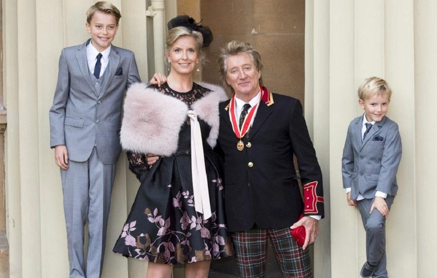 Род Стюарт с женой и детьми
