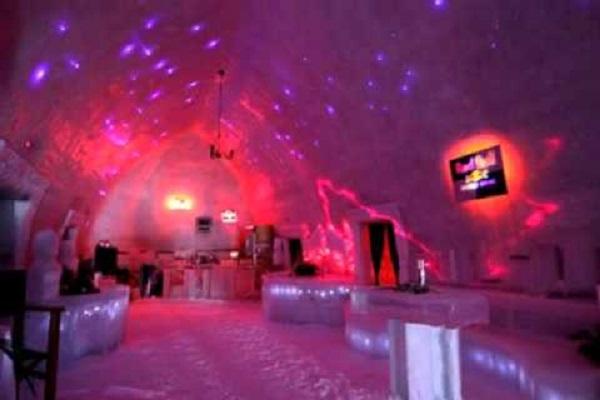 Ледяной отель у озера Балеа