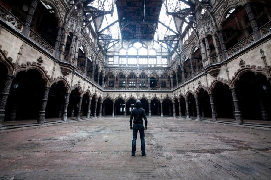Заброшенное здание торговой палаты в Бельгии