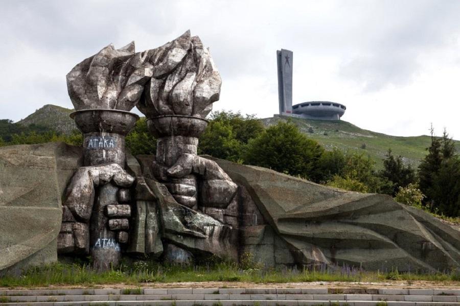 В сооружении памятника участвовали 6000 человек.