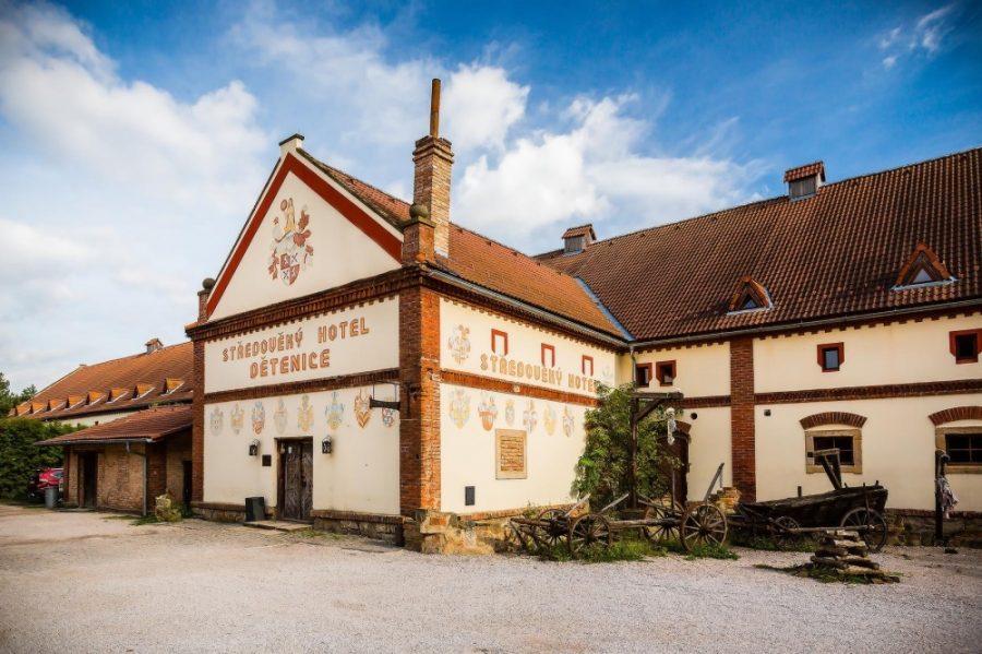 Средневековый отель и корчма Детенице, Чехия